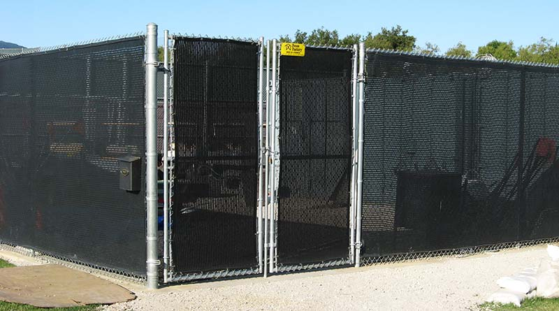 Chain Link With Screen. Commercial Chain Link Fences