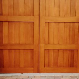 CARRIAGE HOUSE CUSTOM WOOD SECTIONAL DOOR 2