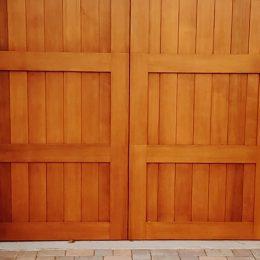 CARRIAGE HOUSE CUSTOM WOOD SECTIONAL DOOR 2